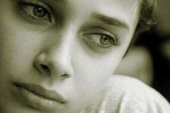 Как считают учёные, дети в период гормональной перестройки и полового созревания более склонны к развитию депрессивных состояний. Фото: heartofthematteronline.com
