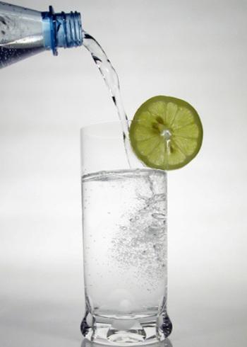 Вода с лимоном - традиционный напиток для постящихся во всем мире. Foto: Pixelquelle.de