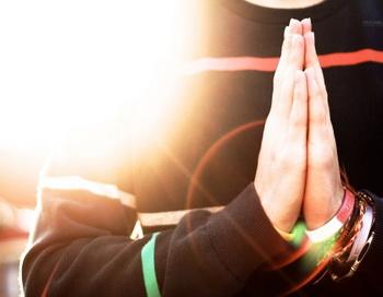 По мнению исследователей, религия предоставляет людям хороший способ для борьбы с неудачами и жизненными проблемами. Фото: Flickr Open/ Getty Images
