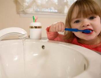 Чем вы чистите зубы? Фото: Photos.com.