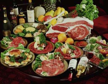 Обнаружено, что основная диета быстрее вызывает чувство насыщения, чем Средиземноморская диета. Однако основная диета исключает алкоголь. Фото: Photos.com.