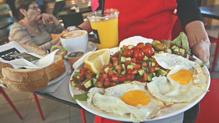 Древняя поговорка «завтрак съешь сам, обед раздели с другом, а ужин отдай врагу» обретает все новые подтверждения. Фото: David Silverman/ Getty Images
