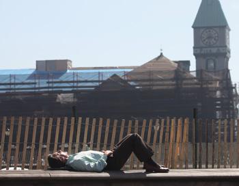 В течение недели люди должны адаптироваться к весне. У кого-то это может вызвать проблемы со здоровьем. Фото: Mario Tama/Getty Images