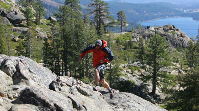 Один из способов получить максимальную пользу от пробежки – бегать в лесу. Фото: Jed Jacobsohn/Getty Images
