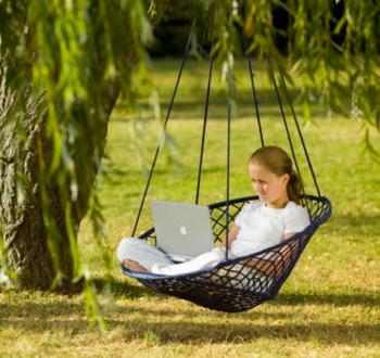 Синдром подгоревшей кожи возникает, если долго работать с ноутбуком, расположив его на коленях. Фото: Paul Debois/Getty Images