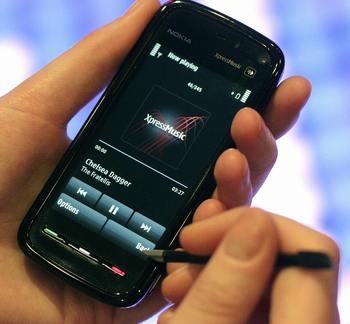 Мобильный телефон Нокиа-5800. Фото: SHAUN CURRY/AFP/Getty Images