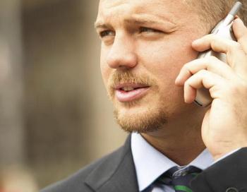 Сведите до минимума использование сотового телефона. Фото с сайта Photos.com
