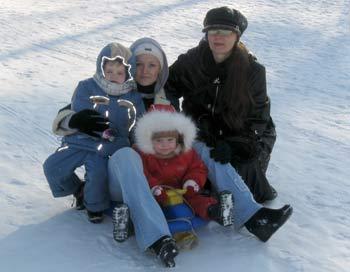 Зимние прогулки - необыкновенно полезное удовольствие. Фото: Денис Ерёмин