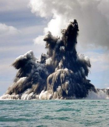 С июля 2011 на острове Эль Йерро геологи зарегистрировали более 10 тысяч выбросов подводного вулкана. Фото с atlas-yacht.ru