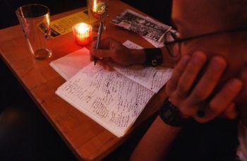 Во время бессонницы может придти поэтическое вдохновение. Фото: Spencer Platt /Getty Images