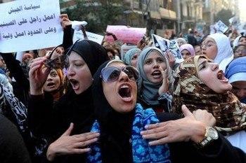 Военное правительство Египта вызвало гнев женщин. Фото: abendblatt.de