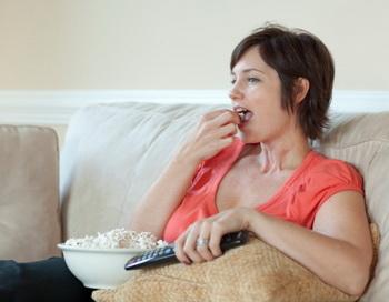 Малоподвижный образ жизни повышает риск тромбоэмболии легочных артерий. Фото: Blend Images/Jeff Greenough/Getty Images.