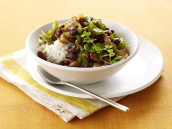 Теперь научно доказано, что бобовые, коричневый рис, зеленые овощи и сухофрукты защищают от образования полипов в кишечнике. Фото: James Baigrie/Getty Images.