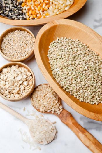 Рис, кукуруза и другие продукты не содержат глютена, и поэтому входят в состав аглютеновой диеты. Фото: Kathleen Brennan/Getty Images