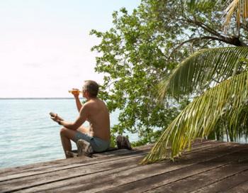 Летом риски, которым подвергается наш организм, особенно печень, возрастают. Фото: Charles Gullung/Getty Images.