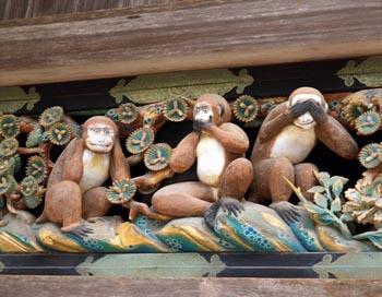 Подобно трем обезьянам, демонстрирующим пренебрежение одним из информационных каналов, дефект клеточного канала может сопровождаться отсутствием нескольких видов чувств. Фото: с сайта mail.ru