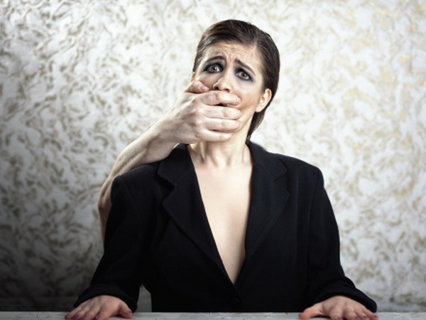 Болезнь доктора Стрейнджлава (синдром чужой руки) – состояние, при котором одна или обе руки действуют сами по себе, не руководствуясь мыслями хозяина. Фото: Todor Tcvetkov/Getty Images.
