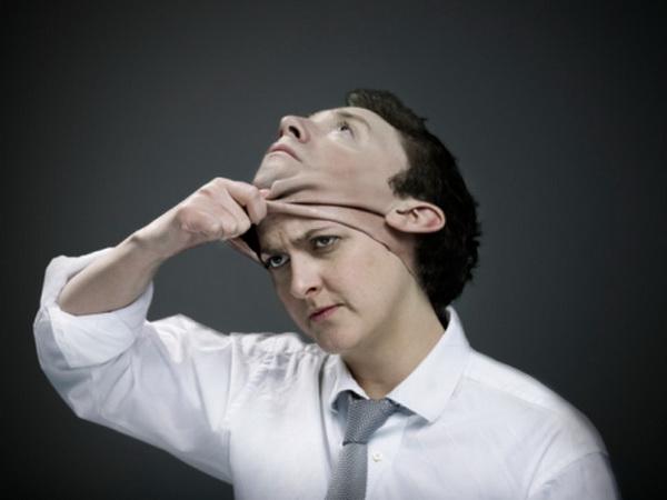 При синдроме Капрграса люди убеждены, что знакомый, или даже близкий им человек -  это, на самом деле, идентичный самозванец. Фото: Simon Winnall/Getty Images.