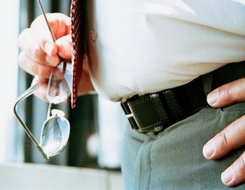 Согласно мнению ученых из Гарварда, в течение последних десятилетий люди набирают вес в среднем на 400 грамм за год. Фото: Robert Daly/Getty Images.
