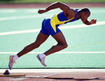 Лучше придерживаться менее напряженных и коротких разминок, чтобы получить максимальный эффект от тренировки или соревнований. Фото: Jim Cummins/Getty Images