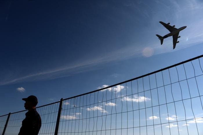 Шум пролетающих самолётов может вызвать болезни сердца и сосудов. Фото: VASILY MAXIMOV/AFP/Getty Images