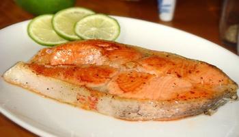 Пожилым людям нельзя полностью отказываться от рыбы и мяса, ведь это природный источник витамина В12. Фото: Сюся Линь/Великая Эпоха (The Epoch Times)