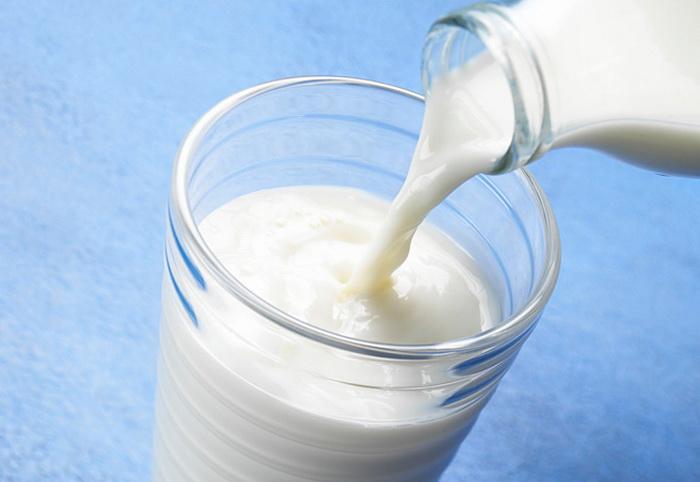 Учёные предупреждают, что  чрезмерное употребление молока может привести к смерти. Фото: dajiyuan.eu