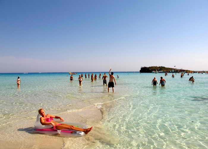 Размеренный отдых обеспечат на Кипре. Фото: PATRICK BAZ/AFP/Getty Images