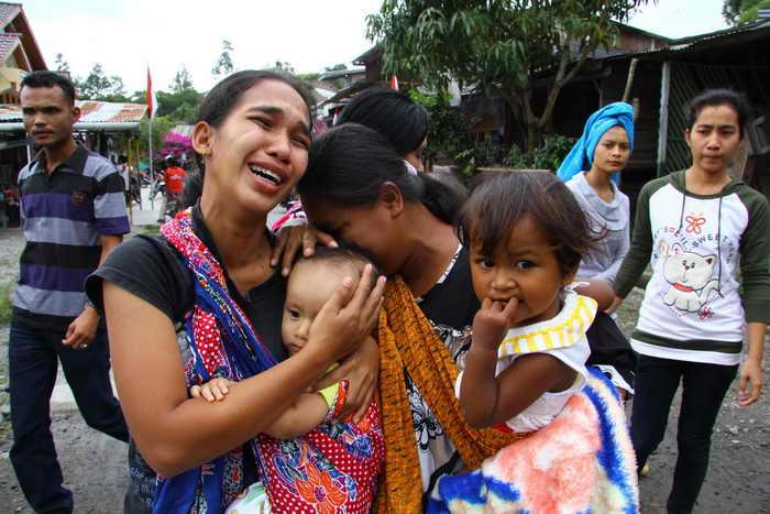 В результате землетрясения на острове Суматра погибли несколько человек. Фото: REZA JUANDA/AFP/Getty Images