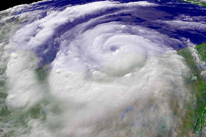 Тайфун Usagi в Южном Китае может стать самым разрушительным штормом за 34 года. Фото: NOAA via Getty Images