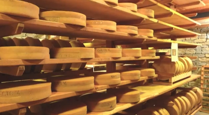 Сыр Bitto storico (4-е место). Стоимость 245 евро/кг.