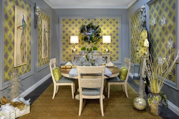 Бирюзовый, оттенки жёлтого и зелёного, небольшое количество серебра и серого цвета придают этой комнате модный современный вид. Фото: Larry Arnal