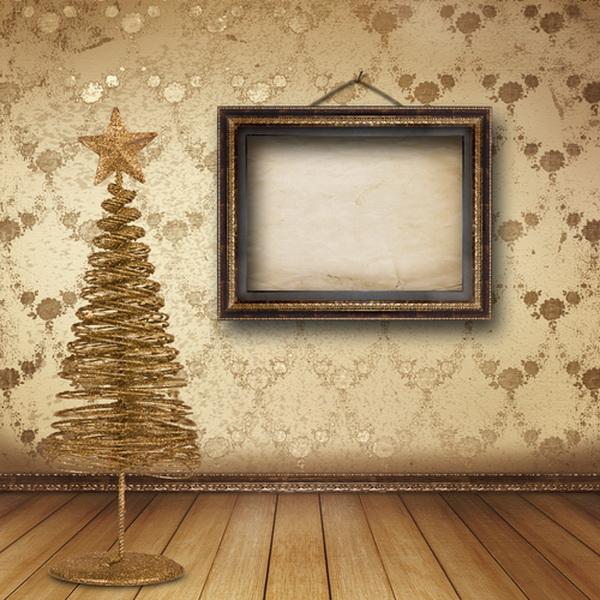 Украшенная золотая ёлка. Фото: Shutterstock*