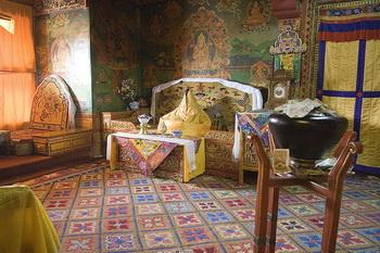 Зал дворца Потала. Фото с сайта tibet.ru