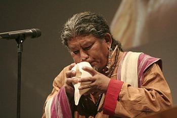 Тибетский музыкант Лотен Намлин не любит позировать: «Я говорю часто моим друзьям: на сцене или в жизни – я один и тот же». Фото: www.loten.ch