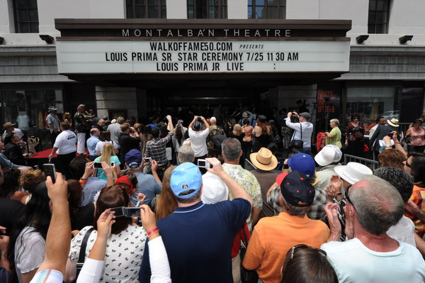 Звезда джазового певца и композитора Луи Прима заблистала  на Аллее славы Голливуда. Фото: MARK RALSTON/AFP/Getty Images
