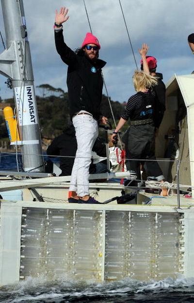 Британский эколог Давид де Ротшильд приплыл на катамаране, сделанном из  пластиковых бутылок в Сиднее. Фото: Brendon Thorne/Getty Images
