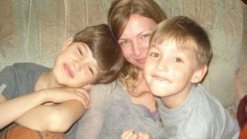 Наталья Мариненко со своими сыновьями. Фото: Оксана Тюменцева/Великая Эпоха