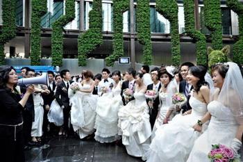 Подготовка к массовой свадьбе на World Expo в Шанхае. Фото: Philippe Lopez /AFP /Getty Images