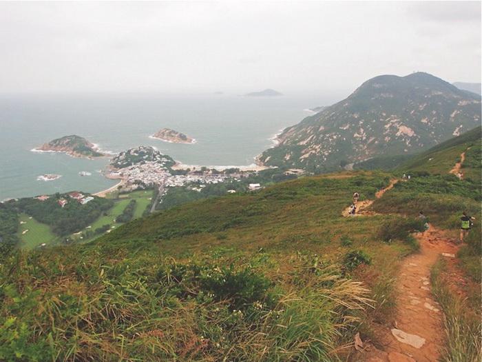Туристический маршрут: Пешеходная тропа «Хребет дракона» расположена на востоке Гонконга в Шек О.  Фото предоставлено Martin Williams