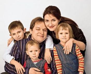 Мнения о многодетности. Фото с cosmo.ru