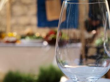 Чисто ли вымыта наша посуда? Фото: Хава ТОР/Великая Эпоха