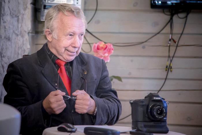 П.Маркин во время проведения мастер-класса на фотофестивале