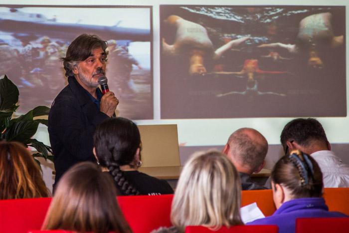 Владимир Вяткин проводит мастер-класс на фотофестивале
