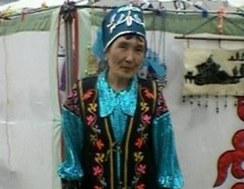 Женщина у юрты. Фото: Лариса Чанкова