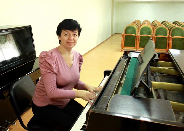 Виктория Анастасьева в колледже перед началом занятий. Фото: Ирина Рудская/Великая Эпоха (The Epoch Times)