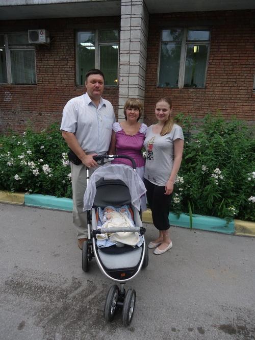 Атаман со своей супругой Надеждой Анатольевной, с дочерью и внучкой. Фото предоставлено Мариной Жуйковой