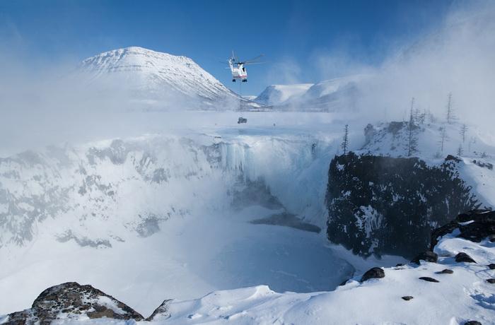 «На краю ледопада»: работа, отмеченная Бронзовой медалью международного фотоконкурса северных и Арктических фотографий Global Arctic Awards 2012. Фото: Михаил Вершинин