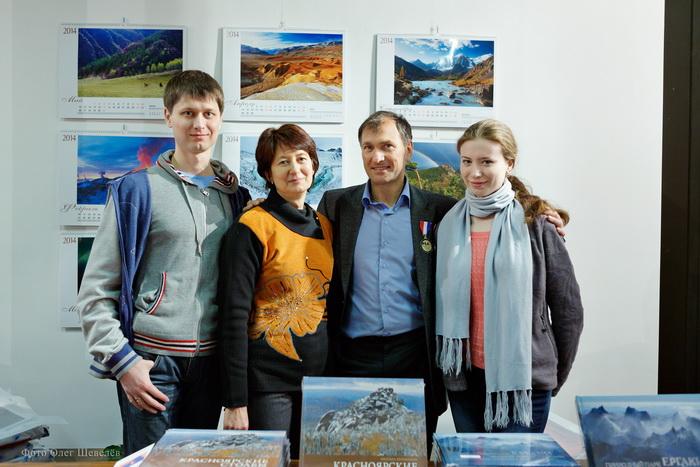 Михаил Вершинин с супругой Надеждой, сыном Романом и невесткой Ольгой. Фото: Олег Шевелёв