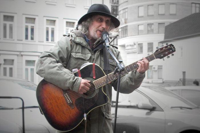 Михаил Брамбуляк, уличный музыкант. Фото предоставлено Михаилом Брамбуляком